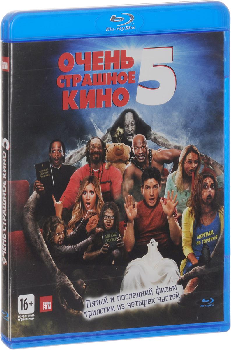 Очень страшное кино 5 (Blu-ray)Эшли Тисдэйл (Суперзвезда), Снуп Догг (Бешеные скачки), Саймон Рекс (Ночь вампиров) в комедии Малкольма Д. Ли Очень страшное кино 5. Молодая супружеская пара Дэн и Джоди начинают замечать некоторые странные активности, когда они приносят двух осиротевших племянниц домой из больницы. Но когда нарастают проблемы и хаос в работе Джоди и карьере Дэна, они понимают, что их семью преследуют гнусные демоны. Вместе с советом сертифицированных специалистов и при помощи многочисленных камер, они должны выяснить, как избавиться от этих существ, пока не стало слишком поздно.