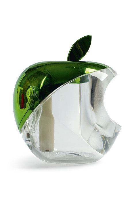 Gezatone Увлажнитель воздуха Green Apple AN-515SE7 901В основе действия увлажнителя лежит образование мелкодисперсного пара, который образуется благодаряультразвуку с частотой колебаний 2МГц. Этот элемент находится в воде, и он расщепляет воду намикрочастицы размером всего около 1.5 нанометров, которые прекрасно увлажняют воздух и усваиваютсякожей. Кроме того, в приборе установлен встроенный генератор анионов, которые, распространяясь попомещению, заметно освежают его, очищая и дезинфицируя воздух. Мелкодисперсный пар, вырабатываемый прибором, способствует увлажнению и регенерации кожи, улучшаетструктуру волос, облегчает дыхание, восстанавливает нормальную работу слизистых, препятствует развитиюмногих простудных заболеваний. Преимущества ультразвукового увлажнителя Gezatone: Питание от USB-порта компьютера позволяет установить увлажнитель прямо на рабочем месте, где особеннонизкая влажность воздуха. Мельчайшие частицы воды не способны навредить электронике и технике, так чтоувлажнитель может стоять в непосредственной близости от компьютера - это абсолютно безопасно! Оптимальный баланс влажности в помещении - это профилактика многих проблем со здоровьем, улучшениесостояния кожи и волос, более легкое дыхание. Маленькие размеры и бесшумная работа позволяют использовать увлажнитель во время сна, его можноразместить в спальне и даже в детской для идеального микроклимата. Встроенный генератор анионов способствует очищению и освежению воздуха в помещении. Длительная работа и простота в использовании. Одного резервуара с водой хватает на 4 часа распыления,после чего можно долить воду, и прибор будет работать дальше. Стильный дизайн прекрасно дополнит любой интерьер и поднимет настроение! Позаботьтесь о себе и своих близких - используйте ультразвуковой увлажнитель Яблоко Gezatone!