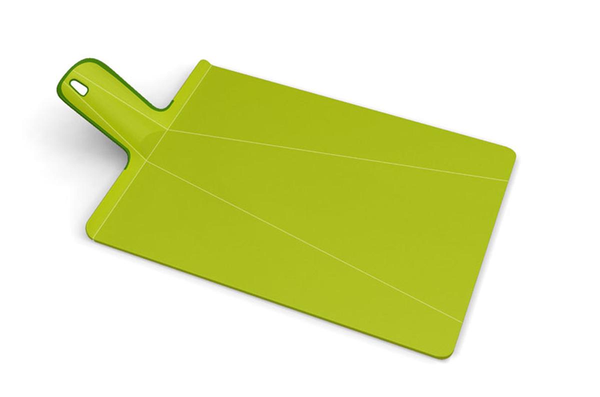 Доска разделочная Joseph Joseph Chop2Pot, цвет: зеленый, 22 х 28 см94672Разделочная доска Joseph Joseph Chop2Pot изготовлена из прочного пищевого пластика со специальным покрытием, которое предотвращает прилипание пищи и сохраняет ножи острыми. Удобная ручка оснащена прорезиненными вставками, что обеспечивает надежный хват и комфорт во время использования. Обратная сторона доски снабжена такими же вставками для предотвращения скольжения по поверхности стола. Благодаря изгибам в некоторых местах, доска удобно сворачивается и позволяет аккуратно пересыпать все, что вы нарезали.Всем знакомо, как неудобно ссыпать порезанные овощи в кастрюлю, но с этим приспособлением вы одним движением превратите разделочную доску в удобный совок, и все попадет по назначению.Можно мыть в посудомоечной машине.