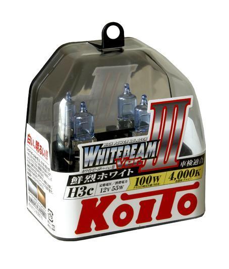Комплект галогеновых ламп Koito Whitebeam H3c, 12V, 55W, 4000 К, 2 штS03301004Японская компания KOITO - мировой лидер по производству автомобильных ламп и оптики. Компания основана в 1915 году и в настоящее время входит в корпорацию TOYOTA GROUP и имеет представительства и совместные предприятия по всему миру. Продукция KOITO широко применяется не только для автомобилей, но и для железнодорожных подвижных составов, авиационного и морского транспорта. Компания KOITO выпускает все разновидности лампочек, начиная от ламп головного света и заканчивая подсветкой салона и приборов, для абсолютно всех моделей японских автомобилей и мотоциклов. Компания KOITO выпускает все разновидности ламп и предохранителей для всех моделей японских автомобилей, а также широкий ассортимент для европейских и американских автомобилей. В ассортименте KOITO есть как лампы стандартной комплектации, так и лампы особых серий, таких как VWHITE и WHITEBEAM. Лампы особых серий VWHITE и WHITEBEAM обеспечивают удвоенную яркость при стандартной мощности. Эти лампы соответствуют всем нормам и стандартам, в том числе, и по потребляемой мощности. Эти лампы называются высокотемпературными, потому что при их работе цветовая температура газа достигает 4200 Кельвинов. При этом температура нагрева ламп не превышает допустимые производителем стандартные значения. Выдающиеся качество и надежность лампочек KOITO проверены в таких известных автомобильных состязаниях, как ралли «Париж - Дакар» и 24 - часовые гонки «Ле Манн» и подтверждаются доверием ведущих мировых производителей автомобилей. Напряжение: 12 вольт