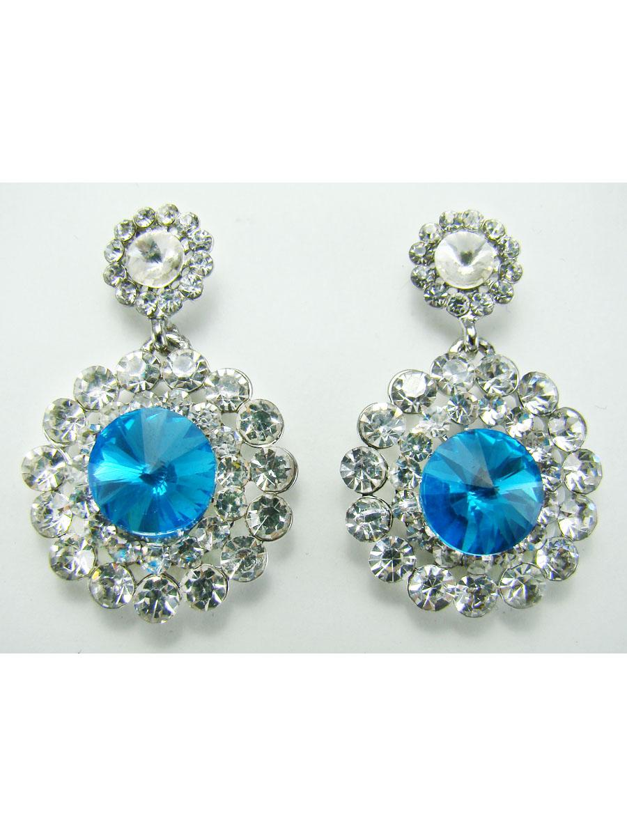 Серьги Taya, цвет: голубой, серебристый. T-B-7863-EARR-SL.BLUE39864|Серьги с подвескамиОригинальные серьги Taya выполнены из металла серебристого цвета и украшены камнями и стразами. Серьги застегиваются на застежку-гвоздик.Такие серьги позволят вам с легкостью воплотить самую смелую фантазию и создать собственный, неповторимый образ.