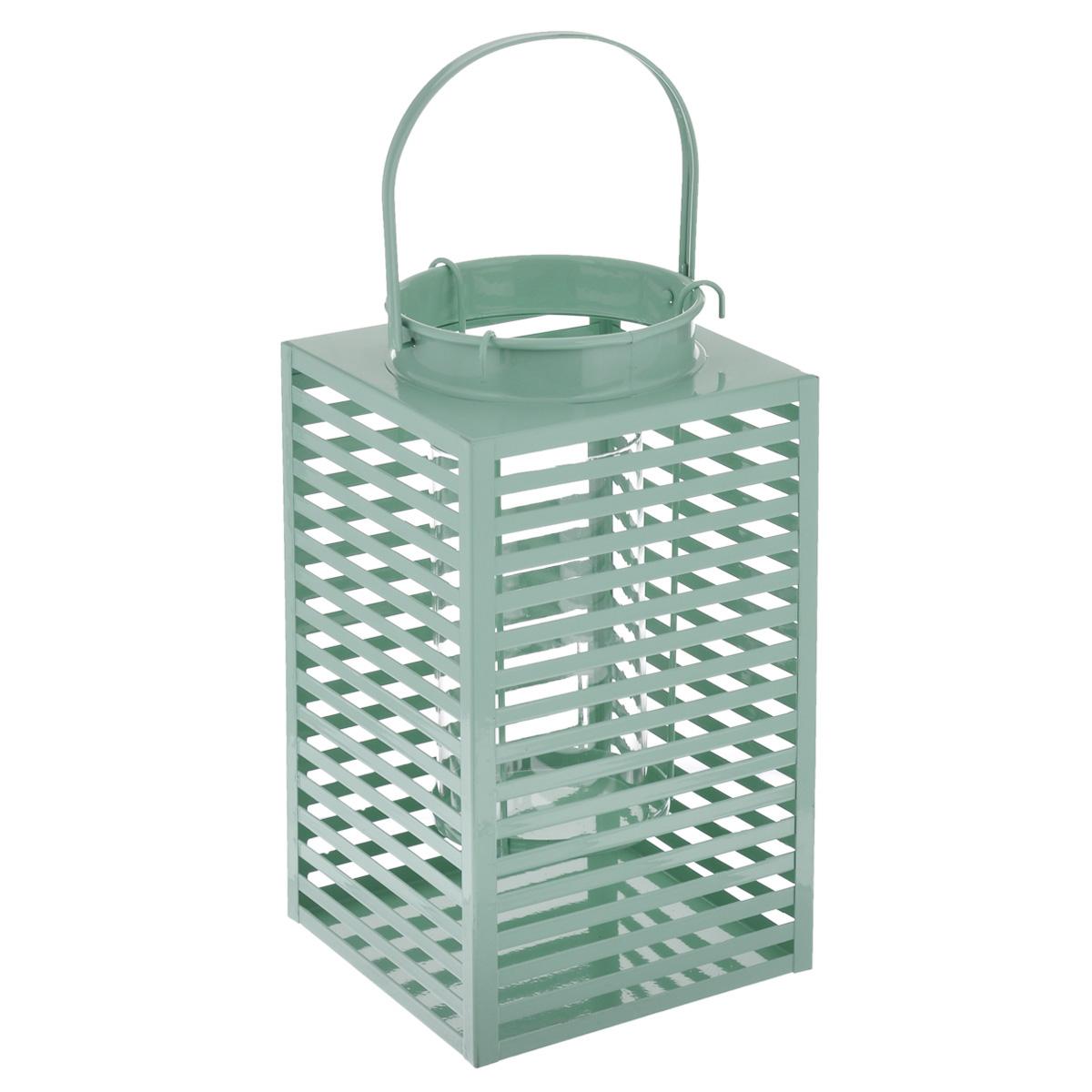 Подсвечник Gardman Orion, цвет: зеленый, 16,5 см х 30 смUP210DFДекоративный подсвечник Gardman Orion порадует каждого, кто его увидит. Подсвечник выполнен из металла в виде прямоугольной корзины, оснащенной внутри стеклянной емкостью для размещения свечи. Емкость подвешивается на специальные крючки за край подсвечника. Изделие оснащено металлической ручкой. Теплое мерцание пламени свечи подарит вам настроение волшебства и торжественности.Создайте в своем доме атмосферу уюта, преображая интерьер стильными, радующими глаза предметами.Размер подсвечника: 16,5 см х 16,5 см х 30 см. Высота емкости для свечи: 17 см. Диаметр емкости для свечи (по верхнему краю): 9 см. Высота ручки: 13 см.
