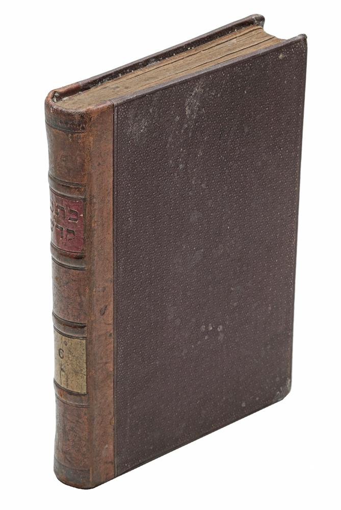 Невиим Уксувим, т.е. Священное Писание с комментарием раввина М. Л. Мальбина. Том XI0120710Вильна, 1891 год. Типография Вдова и бр. Роммъ.Владельческий переплет.Сохранность хорошая.Невиим - второй раздел иудейского Священного Писания - Танаха.Невиим состоит из восьми книг. Этот раздел включает в себя книги, которые, в целом, охватывают хронологическую эру от входа израильтян вЗемлю Обетованную до вавилонского пленения Иудеи («период пророчества»). Однако они исключают хроники, которые охватывают тот жепериод. Невиим обычно делятся на Ранних Пророков, которые, как правило, носят исторический характер, и Поздних Пророков, которыесодержат более проповеднические пророчества.В представленное издание вошел Нивиим Уксувим, т.е. Священное писание с комментарием (комментарий раввина М. Л. Малбим).Не подлежит вывозу за пределы Российской Федерации.