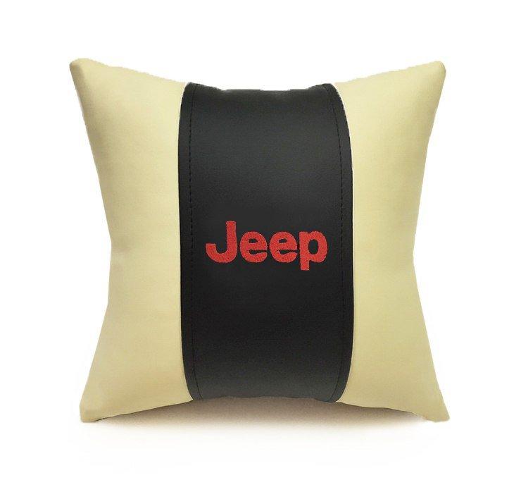 Подушка декоративная Auto premium JEEP, цвет: черно-бежевый. 37068CA-3505Подушка в машину с вышивкой автологотипа - отличное дополнение для салона Вашего авто. Мягкая подушка изготовлена из матовой экокожи будет удобна пассажиру. К тому же не перестанет радовать Вас своим видом. Оптимальный размер подушки (30х30) не загромождает салон автомобиля.