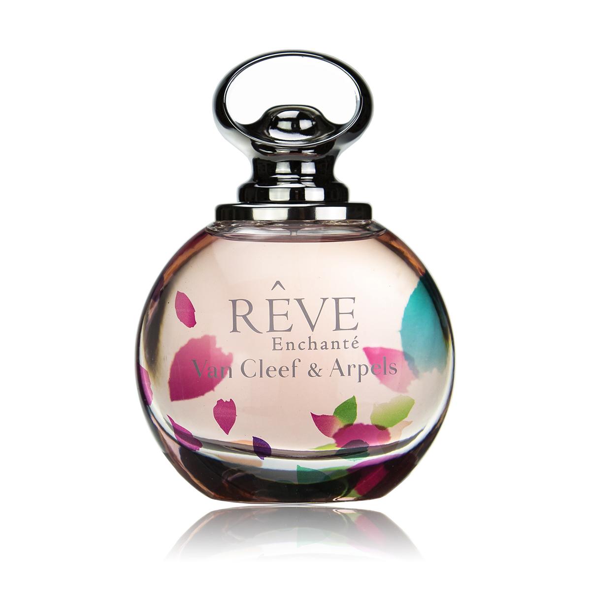 Van Cleef Reve Enchante Парфюмерная вода женская спрей 100 млDB4010(DB4.510)_белоснежкаУтонченный женский аромат Van Cleef & Arpels Reve Enchante, выпущенный в 2015 году известным французским брендом Van Cleef & Arpels стал открытием года. Над созданием этой нежный цветочно-фруктовый новинки работал парфюмер Эмиль Копперман. Ему удалось выпустить для ювелирного бренда романтичный и волнующий коктейль. Аромат является дополнением к весенней ювелирной коллекции бренда, а потому подчеркивает деликатность, элегантность и роскошь. Данная парфюмерная является продолжением традиций ювелирного дома и фланкером уже полюбившегося аромата 2013 года Reve. В новой редакции аромат Van Cleef & Arpels Reve Enchante звучит более трогательно и воздушно. В нем отражается особая деликатность и нежность. Необыкновенно приятный изысканный коктейль адресован молодым и романтичным женщинам, для которых были собраны сочные дольки клементина и груши, украшенные цветами персика и жасмина. Сливочная белая амбра делает аромат еще более роскошным.