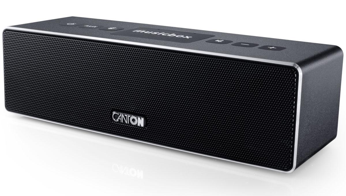 Canton Musicbox XS, Black портативная акустическая системаAV32.1Canton Musicbox XS - это современная беспроводная акустическая система от популярного немецкогопроизводителя Hi-Fi и Hi-End-техники.Качественное звучание получается за счет мощного встроенного цифрового усилителя 60 Ватт, фирменныхдинамиков Canton, а также за счет применения оригинальных технологий, основная суть которых заключается вособенной комбинации активных и пассивных динамиков, за счет чего в компактных системах удалось добитьсявнушительного баса и музыкальности.Интерфейс Bluetooth версии AptX4.0 обеспечивает возможность беспроводного воспроизведения музыки высокогоразрешение (High Resolution). Для удобного беспроводного соединения предусмотрена также функция NFC,позволяющая установить Bluetooth соединение одним касанием. Диапазон работы 10 метров. Устройствозапоминает до 5 смартфонов и 2 из них могут быть подключены одновременно.Питание от встроенной аккумуляторной батареи обеспечивает работу системы в режиме воспроизведения втечение 10 часов.