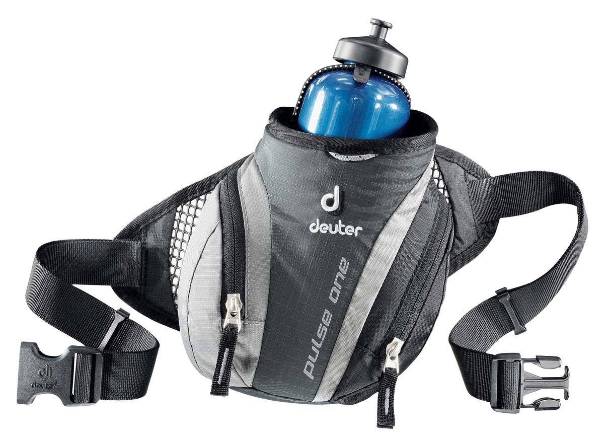 Сумка поясная Deuter Pulse One, цвет: темно-серый, черный93V-52006Сумка поясная Deuter Pulse One легкая и удобная. Во время лыжных прогулок, кросса по пересеченной местности, пешей прогулки или легкой утренней пробежки, вес поклажи должен быть минимизирован. Но в любом случае, вам, просто необходима сумка, куда можно убрать фляжку для питья, ключи, мобильный телефон и немного денег. Стильная и легкая сумка Pulse One гарантируют размещение всего, что требуется. Особенности: Отражатели ЗМ;Сетчатые крылья для хорошего прилегания;Два кармана на молнии;Регулируемый поясной ремень;Гнездо для фляги;Крючок для ключей;Петля для крепления ночного габаритного фонарика.Объем 0,5 л.Вес 140 г.Размеры 14 х 19 х 9 см.