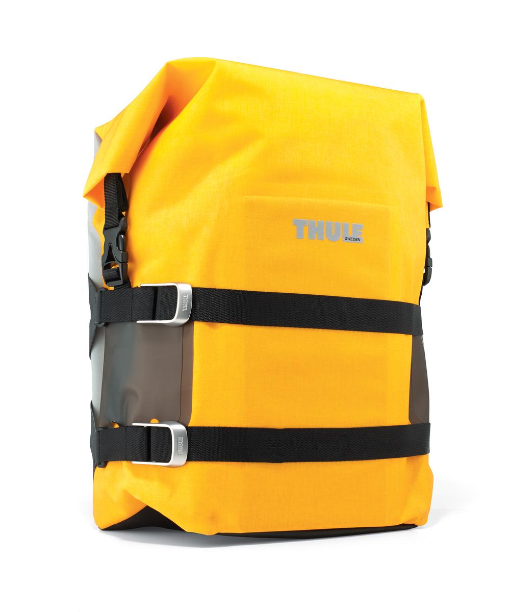 Сумка велосипедная Thule Pack n Pedal Large Adventure Touring Pannier, цвет: желтый, 30 x 17 x 60 смMW-1462-01-SR серебристыйЛегкая, прочная и водонепроницаемая велосипедная сумка идеально подходит для установки сзади. Система крепления позволяет использовать сумку как на велосипеде, так и переносить ее отдельно.Thule Pack n Pedal черная Zinnia. Крепления-невидимки легко отщелкиваются при переноске без велосипеда для максимального удобства переноски. Система крепления проста в использовании, безопасна и имеет малый уровень вибрации. Внешние прозрачные кармашки обеспечивают использование аварийного фонаря и хранение его в одном удобном месте. Водонепроницаемая сворачивающаяся/разворачивающаяся верхняя часть помогает сохранить вещи сухими. Светоотражающие полоски повышают заметность на дороге. Стягивающий ремень надежно сохраняет содержимое. Встроенные ручки и отстегиваемый ремень для ношения через плечо обеспечивают несколько вариантов переноски. Устанавливается с любой стороны велосипеда. Лучше всего подходит для багажников Thule, но может использоваться практически с любым велосипедным багажником.