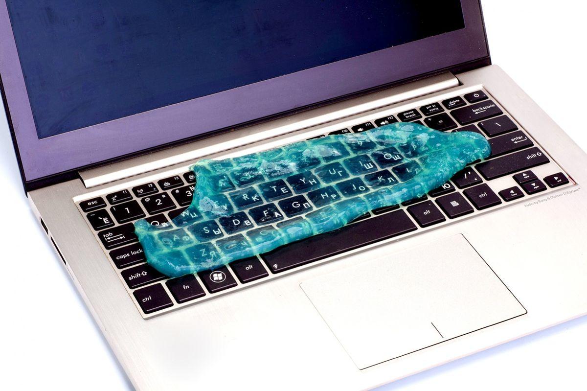 Bradex TD 0354 Лизун очиститель клавиатурыRC-F18x3Сколько бы вы ни терли поверхность клавиатуры, между кнопками все равно остается грязь? Даже самый дорогойноутбук выглядит ужасно с посеревшими от пыли кнопками? Избавиться от грязи и пыли в труднодоступном пространстве вокруг клавиш поможет очаровательныйочиститель клавиатуры Bradex Лизун! Это липкое желе, напоминающее одноименного героя мультфильмаОхотники на приведений: убирает грязь, пыль и крошки из межкнопочного пространства; значительно уменьшает количество вредоносных бактерий; не оставляет пятен на руках и одежде; может использоваться на всех видах техники.Состав: 40% поливинил, 20% глицерин, 20% спирт, 20% пропилпарабен Размер: около 12,5 см x 17 см