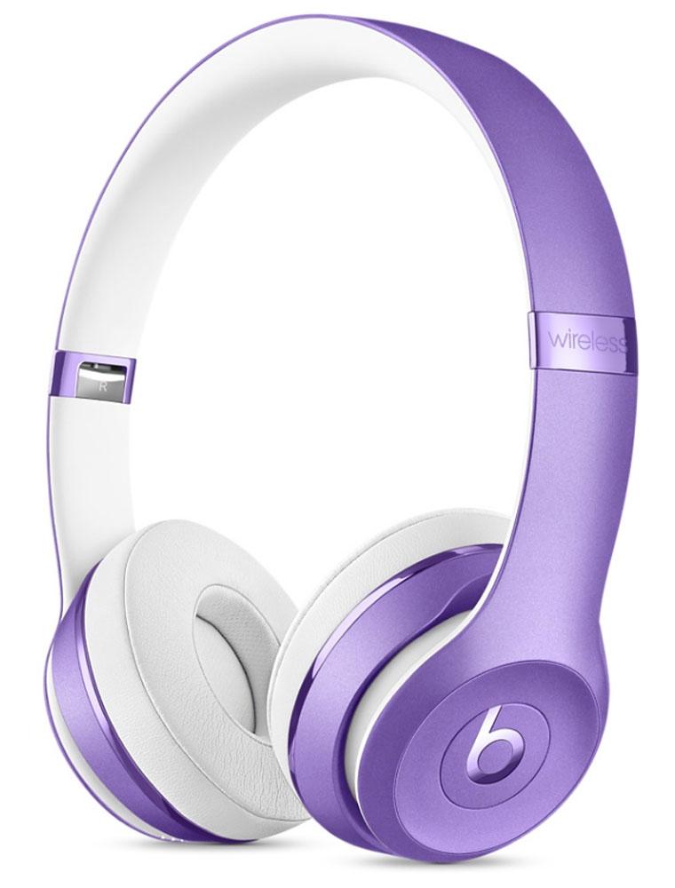 Beats Solo3 Wireless, Ultra Violet беспроводные наушникиAH-MM400Наушники Beats Solo3 могут работать до 40 часов без подзарядки, чтобы вы могли пользоваться ими каждый день.5-минутной зарядки Fast Fuel хватит ещё на 3 часа воспроизведения. Фирменное звучание Beats в наушниках стехнологией Bluetooth класса 1 будет сопровождать вас повсюду - куда бы вы ни отправились. Расположениечашек с мягкими амбушюрами можно регулировать - вы сможете носить их целый день.Беспроводные наушники готовы к работе в любой момент. Включите их и поднесите к своему iPhone - онимгновенно подключатся к нему, а заодно и к вашим Apple Watch, iPad и Mac. В Solo3 с технологией Bluetooth класса 1вы сможете слушать музыку где бы вы ни были.Неотъемлемая черта Beats Solo3 - знаменитое звучание Beats. Точная настройка акустической системыобеспечивает чистое сбалансированное звучание в широком диапазоне. Мягкие удобные чашки блокируютвнешние шумы и позволяют вам услышать все оттенки любимой музыки.В беспроводных наушниках с энергоэффективным процессором Apple W1 вы сможете слушать музыку до 40 часовбез подзарядки. 5-минутной подзарядки Fast Fuel вам хватит ещё на 3 часа работы - слушайте музыкупрактически без остановки. Встроенные элементы управления и сдвоенные микрофоны направленного действияпозволяют отвечать на звонки, управлять воспроизведением, регулировать громкость и общаться с Siri - куда бывы ни отправились.Дизайн Beats Solo3 выдержан в характерном для линейки стиле - выразительном и минималистичном.Расположение чашек с мягкими амбушюрами можно регулировать - вы сможете носить их целый день.Стремительные изгибы, отсутствие видимых винтов и вращающиеся амбушюры дополняют естественную посадкуэтих наушников, эргономичная конструкция которых рассчитана на обеспечение оптимального комфорта икачества звучания.
