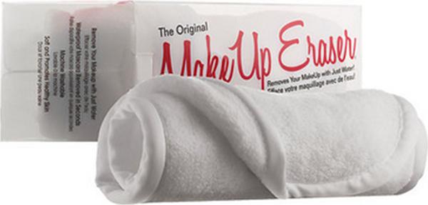 MakeUp Eraser салфетка для снятия макияжа белаяCAR181-1301-ALMakeup Eraser Original (белая) уникальная салфетка, которая с невероятной легкостью снимает макияж, аккуратно очищая кожу лица абсолютно естественным образом. Салфетка воздействует без применения привычных средств для удаления декоративной косметики или умывания, значительно упрощает повседневный ритуал ухода и очищения, делает его приятным и легким. Секрет магических свойств салфетки Makeup Eraser заключается в особом переплетении полиэстеровых нитей. При производстве изделия поверхность ткани не подвергается никакой химической обработке, что гарантирует ее гипоаллергенность и безопасность применения, а для того, чтобы начать процедуру использования салфетки, достаточно просто хорошо смочить ее в чистой теплой воде.Салфетку Makeup Eraser можно с успехом применять для любого типа кожи, в том числе очень чувствительной, ее мягкое воздействие не вызывает раздражений или покраснений, высокий уровень качества ткани гарантирует длительное использование салфетки, а ее великолепные очищающие и ухаживающие свойства не снижаются даже после многократных стирок изделия.