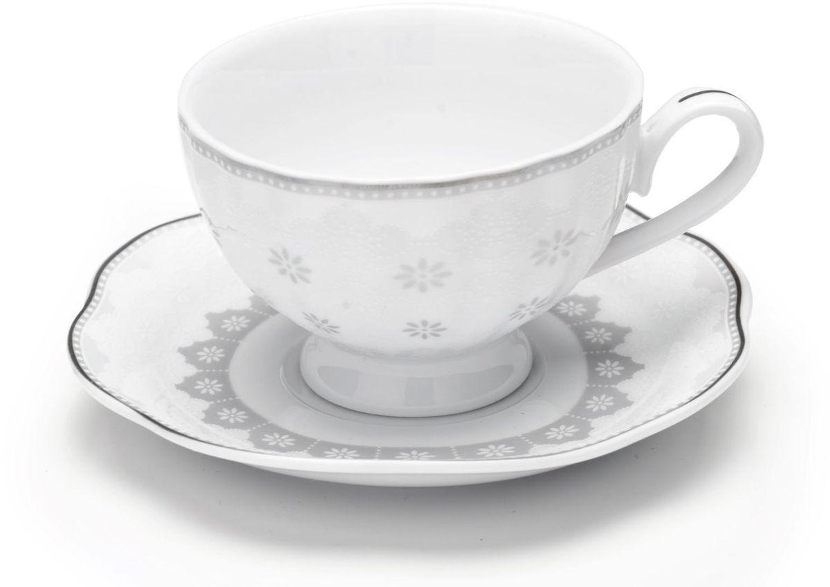 Кофейный сервиз Loraine, 110 мл, цвет: серый, подарочная упаковка. 26441115610Кофейный набор на 6 персон Loraine выполнен из высококачественного костяного фарфора - материала безопасного для здоровья и надолго сохраняющего тепло напитка.Несмотря на свою внешнюю хрупкость, каждый из предметов набора обладает высокой прочностью и надежностью. Элегантный классический дизайн с тонкой золотой каймой делает этот кофейный набор прекрасным украшением любого стола. Набор аккуратно упакован в подарочную упаковку, поэтому его можно преподнести в качестве оригинального и практичного подарка для своих родных и самых близких. В наборе: 6 кофейных чашек, 6 блюдец. Подходит для мытья в посудомоечной машине.