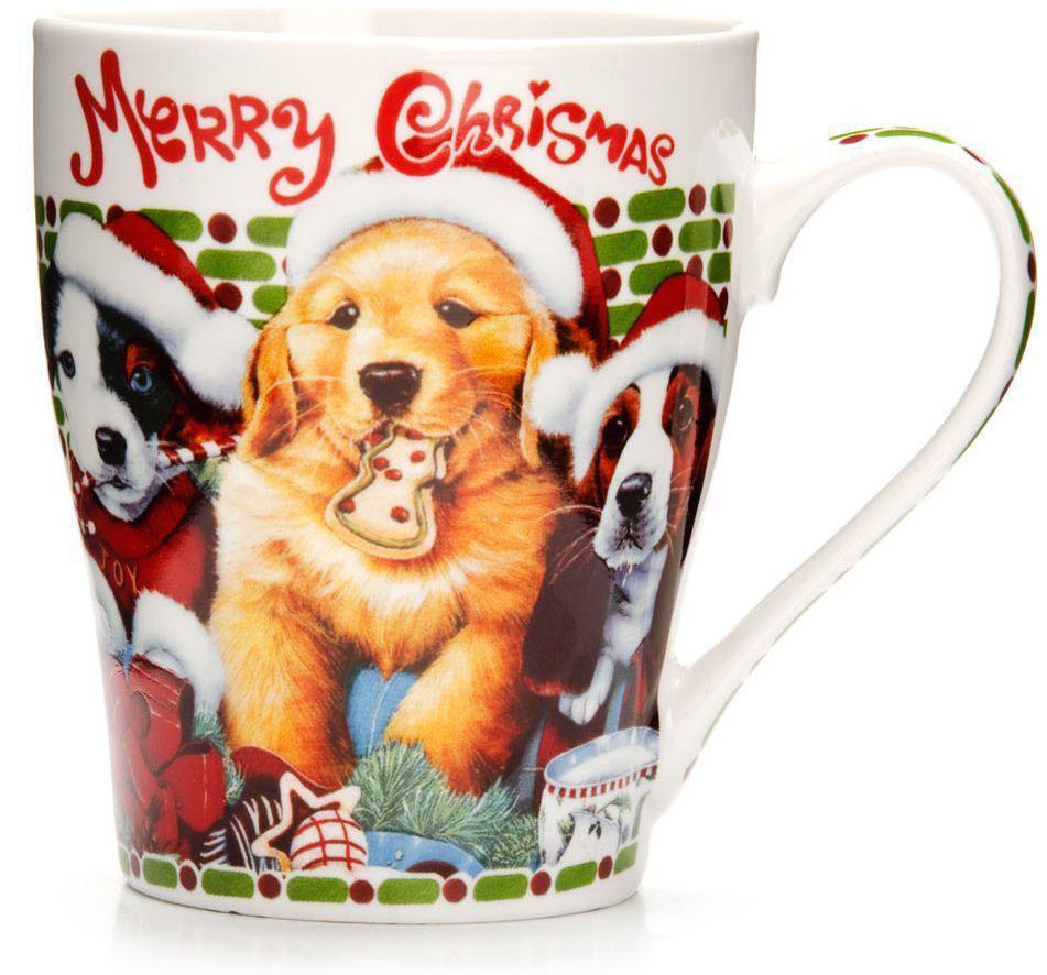 Кружка Loraine Christmas, 340 мл, подарочная упаковка. 26563-3115610Кружка Loraine, выполненная из костяного фарфора и украшенная ярким рисунком, станет красивым и полезным подарком для ваших родных и близких. Дизайн изделия придется по вкусу и ценителям классики, и тем, кто предпочитает утонченность и изысканность. Кружка Loraine настроит на позитивный лад и подарит хорошее настроение с самого утра. Изделие пригодно для использования в микроволновой печи и холодильника. Подходит для мытья в посудомоечной машине.