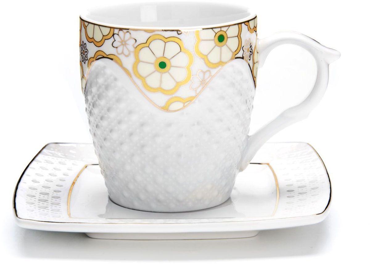 Чайный сервиз Loraine, 200 мл, подарочная упаковка. 26833115610Чайный набор Loraine на 6 персон, изготовленный из высококачественной керамики изысканного белого цвета, состоит из 6 чашек и 6 блюдец. Изделия набора украшены тонкой золотой каймой и имеют красивый и нежный дизайн. Набор придется по вкусу и ценителям классики, и тем, кто предпочитает утонченность и изысканность. Он настроит на позитивный лад и подарит хорошее настроение с самого утра. Набор упакован в подарочную упаковку. Такой чайный набор станет прекрасным украшением стола, а процесс чаепития превратится в одно удовольствие! Это замечательный выбор для подарка родным и друзьям!