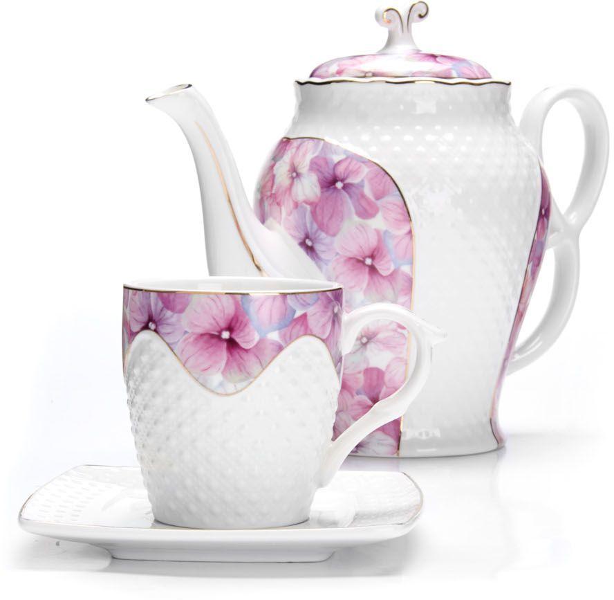 Чайный сервиз Loraine, 13 предметов (220 мл + чайник 1,3 л). 26837115610Чайный набор Loraine на 6 персон, изготовленный из высококачественной керамики изысканного белого цвета, состоит из 6 чашек, 6 блюдец и 1-го чайника. Изделия набора украшены тонкой золотой каймой и имеют красивый и нежный дизайн. Набор придется по вкусу и ценителям классики, и тем, кто предпочитает утонченность и изысканность. Он настроит на позитивный лад и подарит хорошее настроение с самого утра. Набор упакован в подарочную упаковку. Такой чайный набор станет прекрасным украшением стола, а процесс чаепития превратится в одно удовольствие! Это замечательный выбор для подарка родным и друзьям!