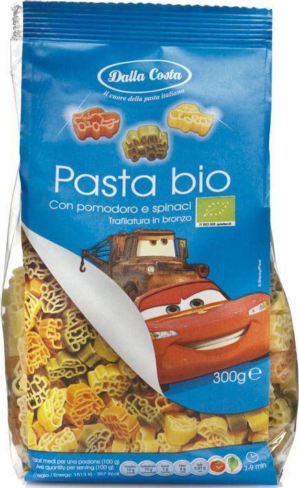 """""""Тачки"""" - трехцветные макаронные изделия со шпинатом и томатами - фигурные макароны из твердых сортов пшеницы со шпинатом и томатами, созданные по мотивам мультфильмов Disney: тачки. Рекомендуются для приготовления гарниров, запеканок, салатов и супов. Порадуйте малышей изысканным, вкусным и полезным блюдом, заправив пасту томатным соусом.  Варить в кипящей воде 7-9 минут.Семья Далла Коста бережно хранит традиции производства итальянской пасты, эдакий любовный союз, который призван удовлетворять вкусам ценителей в разных уголках света. Для того чтобы расширить ассортимент и донести ценность превосходного продукта до потребителя, """"Dalla Costa"""" запустила линии трехцветной и ароматизированной пасты, в секторе производства которых компания является лидером на сегодняшний день. Постоянное стремление к более высокому качеству находит отражение в новых вкусах, богатом ассортименте, разнообразии форматов и создании новых продуктов. Компания стремится к лидерству на национальном и международном уровнях в секторе производства особой, ароматизированной и трехцветной пасты, продолжая отличаться высоким качеством продукции, широтой ее гаммы и гибкостью в возможности отвечать требованиям различных рынков."""