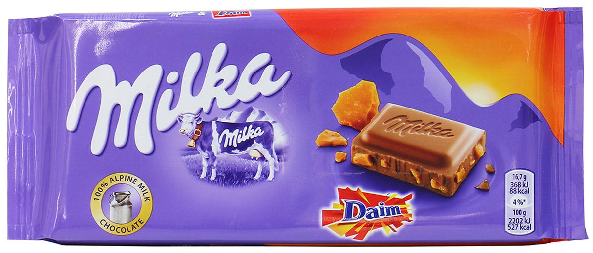 Milka Шоколад Daim, молочный шоколад с кусочками миндальной карамели, 100 г0120710Если вы любите шоколад, то немецкая плитка Milka Daim вам понравится больше всего. Технологи не перестают удивлять любителей сладкого невероятными начинками и наполнителями. Воздушный шоколад, с таящей текстурой сделан из лучших сортов какао и суженого молока коровы, которая обитает только на экологически чистых пастбищах и питается только чистой травой. Только такое молоко используется для добавления в качественный продукт. Кусочки тянущейся карамели и миндаля заставят вас на мгновение забыть об окружающем мире и предаться сладким воспоминаниям о первой любви.