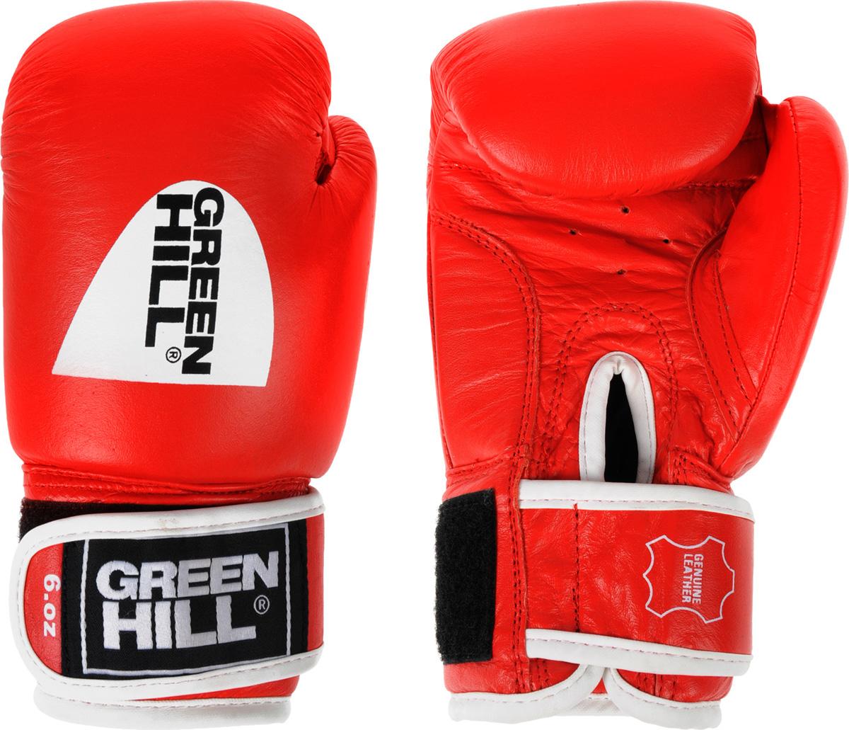 Перчатки боксерские Green Hill Gym, цвет: красный. Вес 6 унцийAP02013Боксерские перчатки Green Hill Gym специально разработаны для тренировочных спаррингов. Верх выполнен из натуральной кожи, наполнитель - из предварительно сформированного пенополиуретана. Перфорированная поверхность в области ладони позволяет создать максимально комфортный терморежим во время занятий. Широкий ремень, охватывая запястье, полностью оборачивается вокруг манжеты, благодаря чему создается дополнительная защита лучезапястного сустава от травмирования. Застежка на липучке способствует быстрому и удобному одеванию перчаток, плотно фиксирует перчатки на руке.