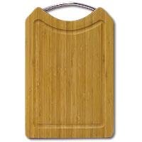 Доска разделочная Amadeus из бамбука 20,5 х 31,5 х 1,5 см 28AR-200428AR-2004Прямоугольная разделочная доска из бамбука с металлической ручкой обладает рядом преимуществ, которые можно оценить уже при первом использовании. Изготовленная из бамбука, доска отличается долговечностью, большой прочностью и высокой плотностью, легко моется, не впитывает запахи и обладает водоотталкивающими свойствами, при длительном использовании не деформируется. Разделочная доска из бамбука выполнена на высоком уровне, она удовлетворит все запросы самой требовательной хозяйки! Рекомендации: очищать сразу после использования; просушивать после мытья; не использовать при высокой температуре. Характеристики: Страна: Германия. Материал: бамбук. Размер: 20,5 см x 31,5 см x 1,5 см. Артикул: 28AR-2004