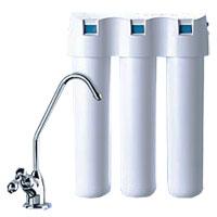 Водоочиститель многоступенчатый Аквафор Кристалл Н68/5/3Водоочиститель Аквафор Кристалл Н -фильтр нового поколения, обеспечивающиймногоступенчатую очистку питьевой воды.Модули водоочистителя изготовлены по современнойтехнологии карбонблок и представляют собой фильтрующуюматрицу, состоящую из активированного кокосового угля иионообменного волокна АКВАЛЕН. Содержат в качествебактерицида кластерное микрокристаллическое серебро.Преимущества водоочистителя Аквафор Кристалл Н:Современный слим-дизайнБактериальная безопасность Новая линия картриджейОтдельный кранПростота замены картриджейВ комплект входят фильтрующие модули: K1-03. Предварительная сорбционная очистка питьевой воды.K1-04. Умягчение питьевой воды.K1-07. Финишная сорбционная доочистка и кондиционирование питьевой воды.В набор включен отдельный кран для питьевой воды. Характеристики: Материал:пластик, металл. Ресурс комплекта: 6000 л. Скорость фильтрации:2 л/мин. Габаритные размеры:26 см х 9 см х 34 см.Изготовитель:Россия.Входит руководство по эксплуатации на русском языке.