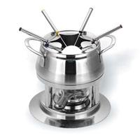 Набор для фондю Vitesse Morefa на 6 персонVS-1864Набор для фондю Morefa, рассчитанный на 6 персон, выполнен из нержавеющей стали. В набор входят кастрюля для фондю, кольцо для вилочек, горелка с заслонкой, шесть вилок и подставка. Кастрюля, наполненная продуктами, будет постепенно нагреваться от горелки, и продукты будут растапливаться. Заслонка на горелку позволяет регулировать интенсивность пламени. Для удобства в обращении на кастрюлю надевается кольцо для вилочек. К набору прилагается небольшой буклет с рецептами фондю. Кастрюля для фондю подходит для газовых, электрических и стеклокерамических плит. Набор пригоден для мытья в посудомоечной машине. Обычай приглашать на фондю (от французского fondre - растапливать) пришел из Швейцарии. Зимой в занесенных снегом домах альпийские фермеры готовили из того, что было у них под рукой, в основном из подсохшего хлеба и сыра. В наши дни фондю имеет много вариантов, когда, кроме хлеба, подают кубики мяса, овощей или рыбы, а вместо сыра используют масло. ...