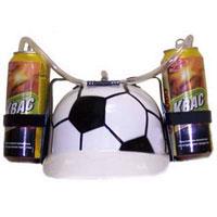 Каска с подставками под банки ФутболUP210DFПластиковая каска с расцветкой под футбольный мяч с двумя держателями для банок или небольших бутылок и трубкой, через которую можно пить, поможет Вам утолить жажду во время движения, не останавливаясь и не занимая рук.Трубка имеет зажим, благодаря которому можно регулировать напор жидкости, и две соединительные трубочки, с помощью которых можно смешивать два различных напитка в виде коктейля. Каска имеет амортизатор, регулирующий глубину посадки каски. Характеристики: Высота каски: 12 см. Диаметр подставки: 7 см. Длина трубки (за пределами каски): 45 см. Материал:пластик. Изготовитель:Китай. Артикул: 89625.Уважаемые клиенты!Представленные на изображении банки в комплект не входят.