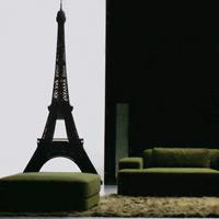 Стикер Paristic Эйфелева башня, 90 х 200 см300083Добавьте оригинальность вашему интерьеру с помощью необычного стикера Эйфелева башня. Изображение на стикере выполнено в виде Эйфелевой башни. Необыкновенный всплеск эмоций в дизайнерском решении создаст утонченную и изысканную атмосферу не только спальни, гостиной или детской комнаты, но и даже офиса. Стикер выполнен из матового винила - тонкого эластичного материала, который хорошо прилегает к любым гладким и чистым поверхностям, легко моется и держится до семи лет, не оставляя следов. В комплекте прилагается ракель, с помощью которого вы без труда наклеите стикер на выбранную поверхность. Сегодня виниловые наклейки пользуются большой популярностью среди декораторов по всему миру, а на российском рынке товаров для декорирования интерьеров - являются новинкой. Paristic - это стикеры высокого качества. Художественно выполненные стикеры, создающие эффект обмана зрения, дают необычную возможность использовать в своем интерьере элементы городского...
