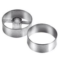 Набор формочек для выпечки Tescoma, диаметр 5,5 см, 2 шт.631174631174Круглые формочки Tescoma идеально подойдут для вырезания теста при выпечке печенья. Одна формочка предназначена для приготовления печенья с начинкой. Формочки изготовлены из прочного металла. Характеристики: Материал: металл. Диаметр: 5,5 см. Комплектация: 2 шт. Производитель: Чехия. Артикул: 631174.