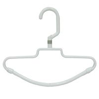 Вешалка для галстуков Rayen, на 20 галстуков2159-RYВешалка для галстуков Rayen представляет собой пластиковую вешалку, на перекладине которой крепятся 20 крючков для галстуков. Вешалка - это незаменимая вещь для того, чтобы ваша одежда всегда оставалась в хорошем состоянии. Характеристики: Материал: пластик. Ширина вешалки: 26 см. Высота вешалки: 22 см. Размер крючка: 5,5 см х 7 см. Производитель: Испания. Артикул: 2159-RY.