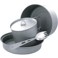 Набор походной посуды Adrenalin Titanium Kit, 5 предметов20353Набор сверхлегкой компактной походной посуды Adrenalin Titanium Kit, включающий в себя кастрюлю, сковородку, съемную ручку для них, кружку с крышкой и ложку-вилку, идеально подойдет для приготовления пищи для 1-2 человек. Посуда изготовлена из титана, легкая и компактно складывается, поэтому не займет в походном рюкзаке много места. Сковородку можно использовать как крышку на кастрюлю, а ложка-вилка объединяет в себе сразу два столовых прибора. Для удобства хранения и транспортировки набор комплектуется чехлом. Adrenalin - целый мир товаров, которые делают вашу жизнь комфортнее и интереснее. Даже если вы находитесь вне зоны привычных удобств: за городом, на даче, в походе, на рыбалке, на работе и в командировке. Объем кружки: 0,56 л. Объем кастрюли: 1,36 л. Объем сковороды: 0,51 л. Длина ложки-вилки: 16 см. Размер кружки: 10 см х 7 см х 10 см. Размер кастрюли: 15 см х 8 см х 15 см. Размер сковороды: 15,5 см x 3 см х...