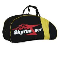 Сумка-чехол для детских джамперов Skyrunner, цвет: черный0090Сумка для детских джамперов Skyrunner черного цвета - это вместительная сумка, в которую с легкостью поместятся джамперы, комплект защиты и спортивная одежда для тренировок. Стенки сумки уплотнены, что поможет избежать повреждения оборудования при возможных ударах. С внешней стороны имеются дополнительные карманы на застежках-молниях. Сумка закрывается на застежку-молнию и оснащена ручками для переноски и съемным плечевым ремнем. Характеристики: Цвет: черный. Размер: 64 см х 29 см х 23 см. Материал: полиэстер, пластик. Уважаемые клиенты! По вопросам гарантии можете обращаться по тел. (495) 772-54-08.