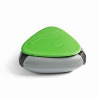 Контейнер для специй SpiceBox, цвет: зеленыйa026124Контейнер для специй SpiceBox - это компактный, водонепроницаемый и герметичный контейнер для трех видов специй (можно использовать также для медикаментов). Изготовлен из экологически безвредного материала, противоударный, не тонет в воде. Состоит из трех отделений. Чтобы высыпать часть содержимого, нужно просто отогнуть один из трех резиновых фиксаторов контейнера.