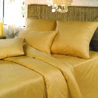 Комплект белья Oro (1,5 спальный КПБ, сатин, наволочки 70х70)Ch-З-143-150-70Комплект постельного белья Oro, изготовленный из сатина, поможет вам расслабиться и подарит спокойный сон. Постельное белье имеет изысканный внешний вид и обладает яркостью и сочностью цвета. Комплект состоит из пододеяльника, простыни и двух наволочек. Благодаря такому комплекту постельного белья вы сможете создать атмосферу уюта и комфорта в вашей спальне. Сатин производится из высших сортов хлопка, а своим блеском, легкостью и на ощупь напоминает шелк. Такая ткань рассчитана на 200 стирок и более. Постельное белье из сатина превращает жаркие летние ночи в прохладные и освежающие, а холодные зимние - в теплые и согревающие. Благодаря натуральному хлопку, комплект постельного белья из сатина приобретает способность пропускать воздух, давая возможность телу дышать. Одно из преимуществ материала в том, что он практически не мнется и ваша спальня всегда будет аккуратной и нарядной. Страна: Россия. Материал: 100% хлопок. В комплект входят: ...