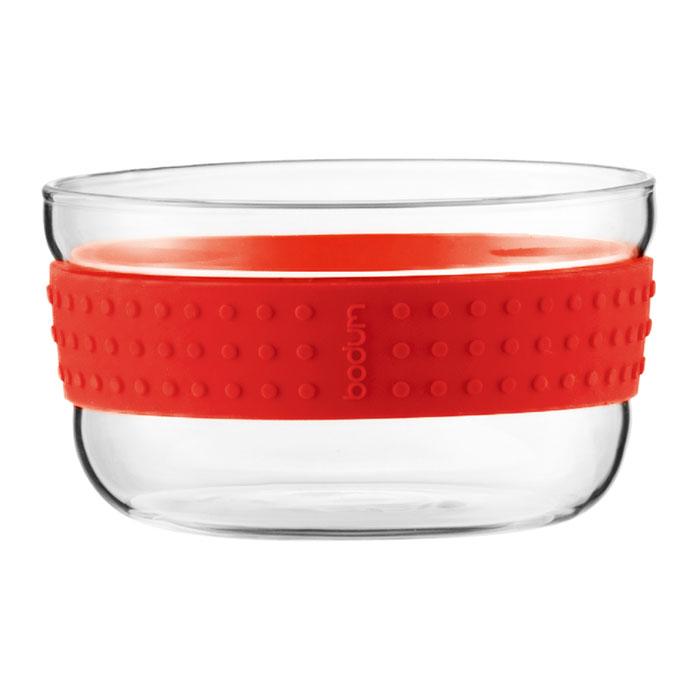 Набор салатников Bodum Pavina 2 шт, 12,5см, цвет: красный 11336-294115510Набор Bodum Pavina состоит из двух салатников, выполненных из боросиликатного стекла. Они отличаются высокой прочностью, а также прослужат вам долгое время и не потускнеют даже после многократного мытья в посудомоечной машине. Силиконовый ободок салатника не дает ему выскользнуть из рук и придает столу яркую нотку. Салатники можно использовать в микроволновой печи, ставить в морозильную камеру и мыть в посудомоечной машине. Характеристики:Материал:боросиликатное стекло, силикон. Диаметр салатника по верхнему краю:12,5 см. Высота салатника:6,5 см. Комплектация:2 шт. Цвет: красный. Размер упаковки:25,5 см х 7,5 см х 13 см. Производитель: Швейцария. Артикул: 11336-294.
