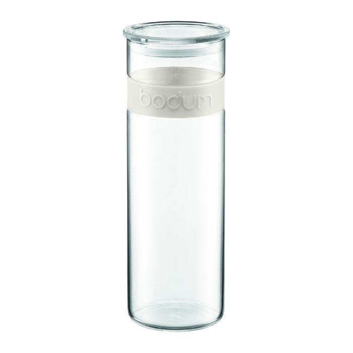 Банка для хранения Presso, цвет: белый, 1,9 л11132-913Банка для хранения Presso, выполненная из прозрачного стекла, станет незаменимым помощником на кухне. В верхней части банки имеется вставка из приятного на ощупь силикона белого цвета. В такой банке будет удобно хранить разнообразные сыпучие продукты, такие как кофе, крупы, макароны или специи. Емкость легко и герметично закрывается пластиковой крышкой с уплотнителем. Такая банка не только сэкономит место на вашей кухне, но и украсит интерьер. Оригинальный дизайн позволит сделать такую банку отличным подарком на любой праздник. Можно мыть в посудомоечной машине. Характеристики: Материал: стекло, силикон. Цвет: белый. Объем: 1,9 л. Диаметр основания банки: 9,5 см. Высота банки с крышкой: 29 см. Размер упаковки: 11 см х 30 см х 11 см. Производитель: Швейцария. Артикул: 11132-913.