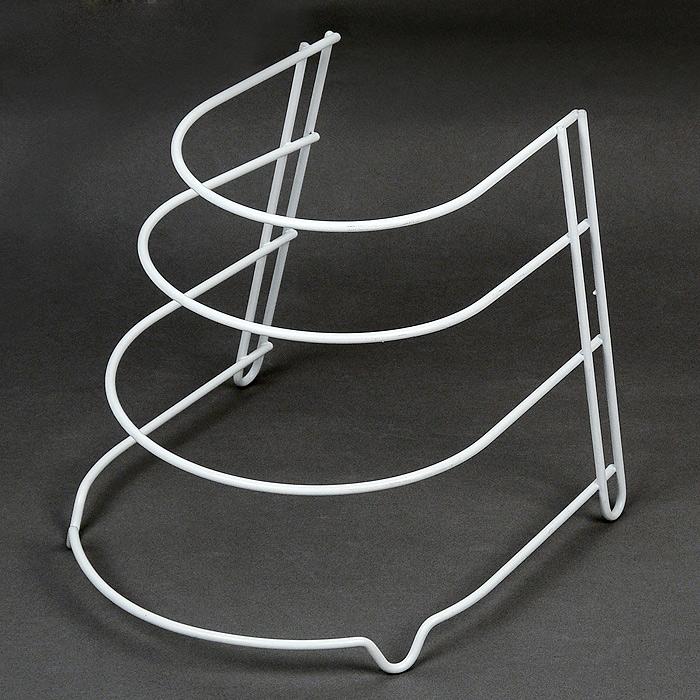 Подставка для сковород Sierra36.27.04/95Подставка Sierra выполнена из высококачественной стали, окрашенной белой краской, содержащей эпоксидный порошок. Она предназначена для хранения четырех сковородок разного размера. Подставка защитит ваши сковородки от трения друг об друга. Подставка имеет четыре ножки, которые позволяют надежно установить ее на поверхности стола или внутри кухонного шкафа. Такая подставка идеально впишется в интерьер вашей кухни, а благодаря своему размеру сэкономит место на вашей кухне. Характеристики: Материал: сталь. Размер: 24 см х 25 см х 26,5 см. Производитель: Италия. Артикул: 36.27.04/95.