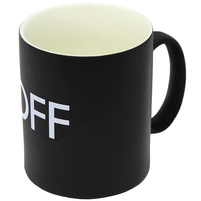 Кружка On/Off92474Керамическая кружка On/Off станет отличным подарком для человека, ценящего забавные и практичные подарки. Кружка оформлена надписью Off на черном фоне. При наливании в кружку горячих напитков, цвет кружки меняется на белый, а надпись на On. Такой подарок станет не только приятным, но и практичным сувениром: кружка станет незаменимым атрибутом чаепития, а оригинальный дизайн вызовет улыбку. Характеристики: Материал: керамика. Высота кружки: 9 см. Диаметр по верхнему краю: 7,5 см. Размер упаковки: 11 см х 10 см х 8,5 см. Производитель: Китай. Артикул: 92474.