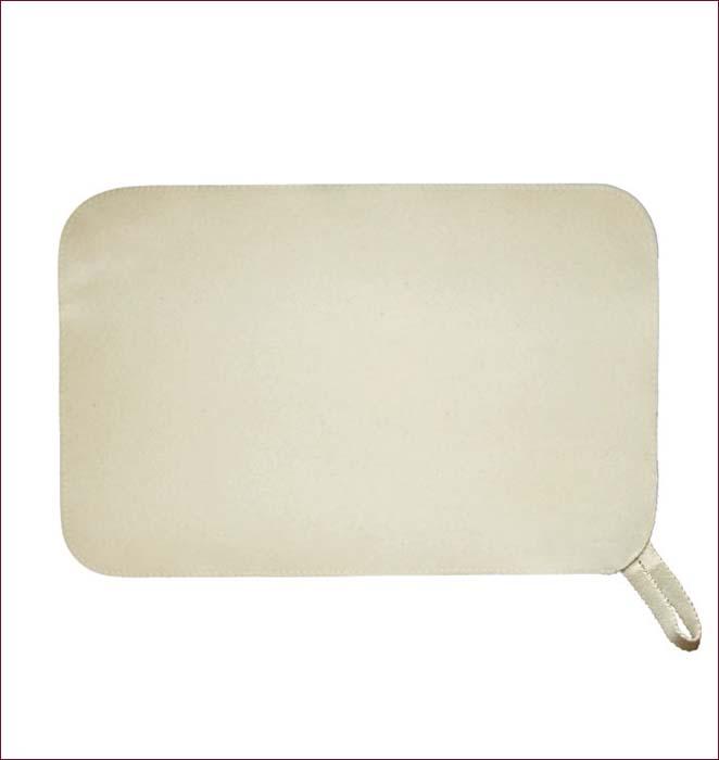 Коврик для бани и сауны Банные штучки. 4100241002Коврик для бани и сауны Банные штучки необходимый банный аксессуар. Коврик является средством личной гигиены, защищает открытые части тела парильщика от перегретых поверхностей полок, лавок в парной бани и сауны. Оригинальный коврик послужит замечательным подарком любителям попариться. Благодаря специальной петельке, коврик можно повесить на стенку. Характеристики: Материал: войлок (100% шерсть). Размер коврика: 49 см х 32,5 см. Производитель: Россия. Артикул: 41102 .