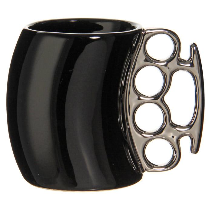 Кружка Кастет, цвет: черный, серебристый92476Керамическая кружка Кастет черного цвета станет отличным подарком для человека, ценящего забавные и практичные подарки. Кружка оригинальной формы выполнена с ручкой в виде кастета серебристого цвета. Такой подарок станет не только приятным, но и практичным сувениром: кружка станет незаменимым атрибутом чаепития, а оригинальный дизайн вызовет улыбку. Характеристики: Цвет: черный, серебристый. Материал: керамика. Высота кружки: 10,5 см. Диаметр кружки: 7,5 см. Размер упаковки: 14,5 см х 11,5 см х 9 см. Изготовитель: Китай. Артикул: 92476.