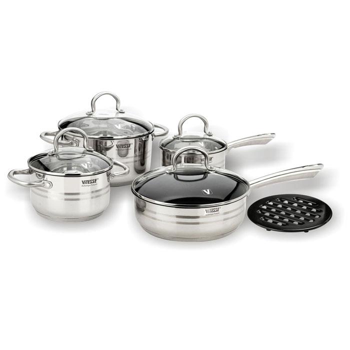 Набор посуды Vitesse Chantal, 9 предметовVS-1007Набор посуды Vitesse Chantal прекрасно подойдет для вашей кухни. Он состоит из двух кастрюль с крышками, сотейника с крышкой, сковороды с крышкой и подставки под горячее. Предметы набора изготовлены из высококачественной нержавеющей стали марки 18/10. Они оснащены новым трехслойным капсульным алюминиевым дном, которое обеспечивает идеальное распределение тепла по поверхности посуды. На внутренней стороне стенки кастрюль и сотейника есть мерная шкала, что обеспечивает дополнительное удобство при приготовлении пищи. Сковорода имеет внутренне покрытие Xylan Plus, которое обеспечивает прекрасные антипригарные свойства и отличается долговечностью. Элегантные ручки из нержавеющей стали надежно крепятся к корпусу емкостей. Прозрачные куполообразные крышки, выполненные из термостойкого стекла, позволяют следить за процессом приготовления. Они оснащены клапаном для выпуска пара. Форма кромки посуды предотвращает разливание жидкости, а благодаря правильности линий кромки в...