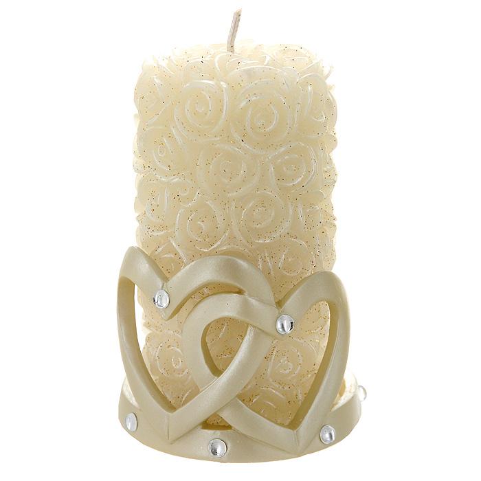 Свеча Сердца с подсвечником, 11,5 см94424Декоративная свеча Сердца - это универсальный подарок, который своей оригинальностью и неповторимым дизайном покорит любого, даже самого взыскательного гурмана! Свеча, выполненная в виде бутонов белых роз и усыпанная блестками, размещается на оригинальном подсвечнике. Подсвечник выполнен в форме двух сердец и декорирован стразами. Горящая свеча поможет настроиться на позитивный лад и создаст уют в вашем доме.