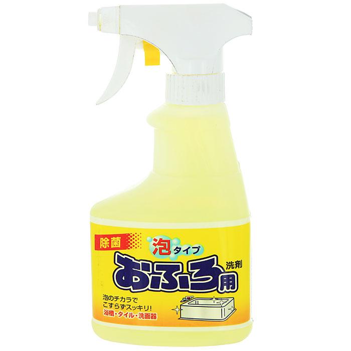 Чистящий спрей Rocket Soap для ванны, 300 мл301468Спрей Rocket Soap предназначен для чистки ванной. Он имеет среднюю щелочность и содержит ионы. Средство хорошо пенится и превосходно очищает любые загрязнения. После уборки оставляет приятный аромат. Эргономичный флакон оснащен высоконадежным курковым распылителем, позволяющим легко и экономично наносить раствор на загрязненную поверхность. Характеристики: Объем: 300 мл. Производитель: Япония. Товар сертифицирован.