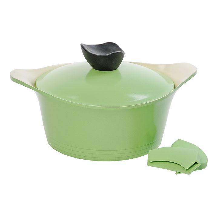 Кастрюля Frybest Ever Green с крышкой, 20см, 2,4л, цвет:зеленый/светлое внутр. покрытие GRCY-C20GRCY-C20Практичная и удобная кастрюля Frybest Ever Greent прекрасно подойдет приготовления различных каш, супов, соусов и других вкусных блюд. Кастрюля изготовлена из высококачественного литого алюминия с керамическим покрытием Ecolon как внутри, так и снаружи. Это покрытие является экологичным, так как состоит только из натуральных компонентов, таких как камень и песок. Благодаря этому в процессе приготовления пищи посуда не выделяет вредные вещества. Инновационное антипригарное покрытие позволяет готовить практически без масла и предохраняет продукты от пригорания. Слой анионов (отрицательно заряженных ионов) обладает антибактериальными свойствами. Они намного дольше сохраняют приготовленную пищу свежей. Также покрытие обладает непревзойденной прочностью и устойчивостью к царапинам, поэтому во время готовки можно использовать металлические аксессуары. Благодаря такому покрытию кастрюлю легко мыть после использования. Кастрюля имеет специальное утолщенное дно для идеальной...