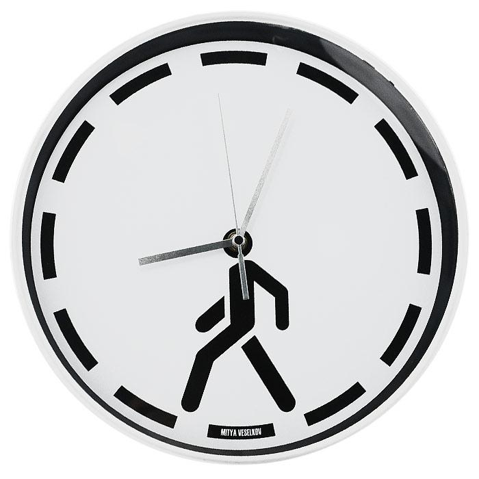 Часы настенные Mitya Veselkov ПешеходMV-NAST45Настенные часы Mitya Veselkov Пешеход, выполненные из пластика, оформлены изображением черной пунктирной линии и человека на белом фоне, имеют три стрелки - часовую, минутную и секундную. Циферблат часов защищен прозрачным пластиком и имеет металлическую серебристую окантовку. Часы Mitya Veselkov Пешеход созданы для современных людей, которые стремятся подчеркнуть свою индивидуальность в интерьере. Такие часы послужат отличным подарком для ценителя стильных и необычных вещей. Характеристики: Материал: металл, пластик. Диаметр часов: 30 см. Толщина часов: 4,5 см. Размер упаковки: 38 см х 37,5 см х 4,5 см. Артикул: MV-NAST45. Идея компании Mitya Veselkov возникла совершенно случайно. Просто один творческий человек и талантливый организатор решил делать людям необычные часы. Затем родилась идея открыть магазин и дать другим людям возможность приобретения этого красивого продукта. Теперь Mitya Veselkov -...