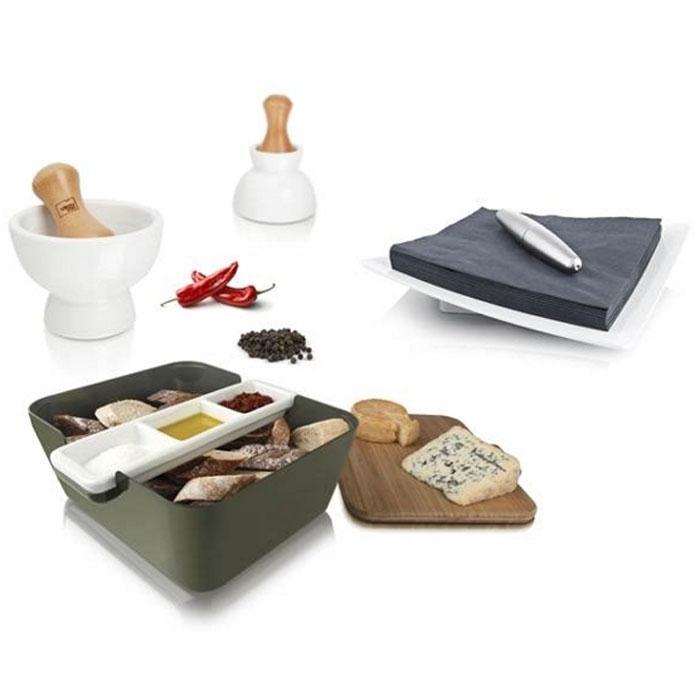 Подарочный набор VacuVin Tapas Set, 7 предметов2889060Подарочный набор VacuVin Tapas Set, выполненный из пластика, бамбука и керамики, прекрасно подойдет для подачи свежего хлеба с соусом к застолью. На доске из бамбука можно легко порезать французский батон, итальянский хлеб с травами или другой домашний хлеб. Положите готовые кусочки в большую емкость для сервировки, а в керамической подставке с тремя выемками подайте различные соусы. В ступке можно растереть пестиком крупные специи, добавив свежий и яркий аромат соусу. А цилиндрический пресс удержит салфетки на месте, когда вы будете брать одну из них. С набором VacuVin  Tapas Set  хлеб и соусы всегда будут рядом, и эту емкость легко можно передать соседу по столу. Бамбуковую доску можно также использовать как крышку, что удобно для вечеринки на свежем воздухе или в преддверии появления гостей. С набором VacuVin  Tapas Set  хлеб можно подать со вкусом! Характеристики: Материал: пластик, дерево, металл, керамика. Размер корзинки:...