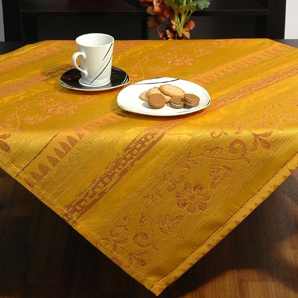 Скатерть Schaefer, квадратная, цвет: желтый, 85x 85 смZ-0307Квадратная скатерть Schaefer выполнена из жаккардовой ткани желтого цвета. Использование такой скатерти сделает застолье более торжественным, поднимет настроение гостей и приятно удивит их вашим изысканным вкусом. Также вы можете использовать эту скатерть для повседневной трапезы, превратив каждый прием пищи в волшебный праздник и веселье. Характеристики:Материал: 100% полиэстер. Размер скатерти:85 см х 85 см. Цвет: желтый. Артикул:06397-100. Немецкая компания Schaefer создана в 1921 году. На протяжении всего времени существования она создает уникальные коллекции домашнего текстиля для гостиных, спален, кухонь и ванных комнат. Дизайнерские идеи немецких художников компании Schaefer воплощаются в текстильных изделиях, которые сделают ваш дом красивее и уютнее и не останутся незамеченными вашими гостями. Дарите себе и близким красоту каждый день!УВАЖАЕМЫЕ КЛИЕНТЫ! Обращаем ваше внимание, что в комплектацию товара входит только скатерть, остальные предметы служат лишь для визуального восприятия товара.