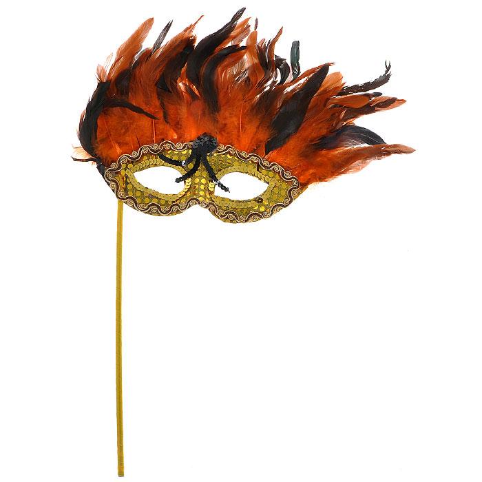 Карнавальная маска Каприз. 3054-20083054-2008У вас намечается веселая вечеринка или маскарад? Изящная карнавальная маска Каприз с держателем, расшитая золотистыми пайетками и украшенная перьями, внесет нотку задора и веселья в праздник. А так же станет завершающим штрихом в создании праздничного образа. В этой роскошной маске Вы будете неотразимы. Характеристики: Материал: пластик, пух, перья, текстиль. Размер маски (без учета перьев и держателя): 23,5 см х 9 см. Размер маски (с учетом перьев и держателя): 31 см х 53 см. Длина держателя: 29,5 см. Изготовитель: Китай. Артикул: 3054-2008.