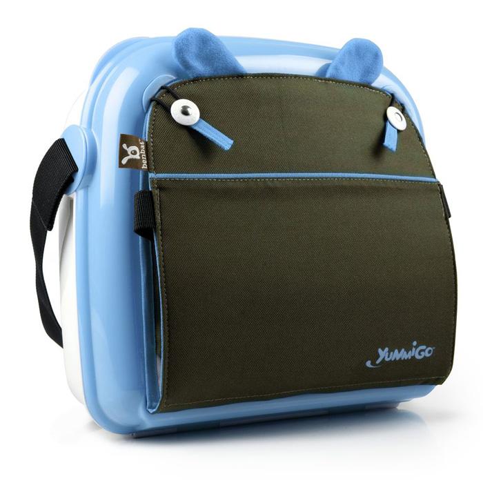 Детская сумка-сиденье Yummigo, цвет: белый, голубойBO504Детская сумка-сидение Yummigo - компактная и легкая помощница для любой мамы. Ее жесткий корпус легко чистится, а также обеспечивает устойчивость и защищает содержимое сумки от механической деформации. Сумка-сиденье выполнена из прочного пластика в виде чемоданчика с вместительным отсеком, удобным для хранения подгузников, игрушек, бутылочек и прочих детских принадлежностей, которые необходимы в пути или на прогулке. В верхней части сумки расположена текстильная спинка сиденья с прочным каркасом. Чтобы усадить малыша, необходимо отстегнуть спинку и закрепить ее с помощью ремней к спинке обычного стула, закрепить с помощью ремней к сиденью стула саму сумку, затем надежно закрепить малыша при помощи ремней безопасности. Ячеистая структура дна сумки минимизирует любое скольжение на поверхности, а специальная конструкция пряжек помогает избежать перекручивания ремней. Сумка-сиденье снабжена внешним карманом для вещей первой необходимости, который особенно удобен при пеших...