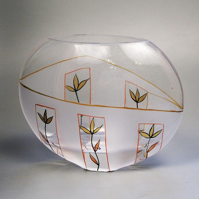 Вазон Deco-Glass, высота 16 см. АС 04120/0160/АА-D823АС 04120/0160/АА-D823Элегантный вазон Deco-Glass изготовлен из высококачественного матового стекла и декорирован ручной росписью. Эксклюзивный вазон подчеркнет оригинальность интерьера и прекрасный вкус хозяина. Создайте в своем доме атмосферу уюта, преображая интерьер стильными, радующими глаза предметами. Также вазон может стать хорошим подарком вашим друзьям и близким. Характеристики: Материал: стекло. Размер вазона (Ш х Д х В): 22 см х 9 см х 16 см. Размер упаковки: 22 см х 9,5 см х 18 см. Артикул: АС 04120/0160/АА-D823.