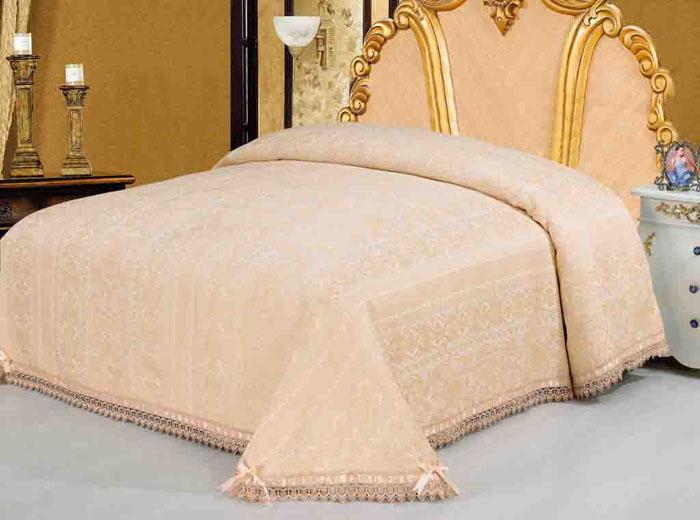 Покрывало гобеленовое SL, цвет: персиковый, 220 х 240 см 0890908909Очаровательное покрывало SL нежного персикового оттенка выполнено из полиэстера и оформлено ажурной вышивкой. По краям изделие украшено шелковой лентой в тон основному цвету, лента завязана на бантики. Покрывало придаст вашей спальне поистине королевскую роскошь и особый шарм. Благодаря великолепной подарочной коробке в виде картонного чемодана с сюжетами картин эпохи Возрождения, данное покрывало станет прекрасным подарком любому человеку. Упаковка-чемодан фиксируется с помощью металлических замочков и оснащена удобной гнущейся ручкой. Характеристики: Материал: 100% полиэстер. Размер покрывала: 220 см х 240 см. Размер упаковки: 56 см х 37 см х 9 см. Артикул: 08909.